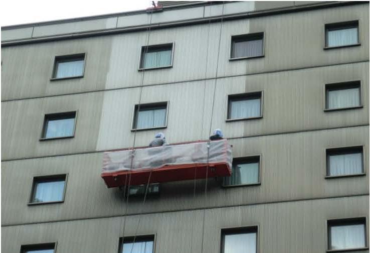 ビルの外壁(アルミスパンドレル及び平板)施工途中
