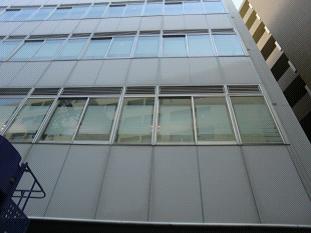 ビルの外壁(アルミ外壁パネル)施工前